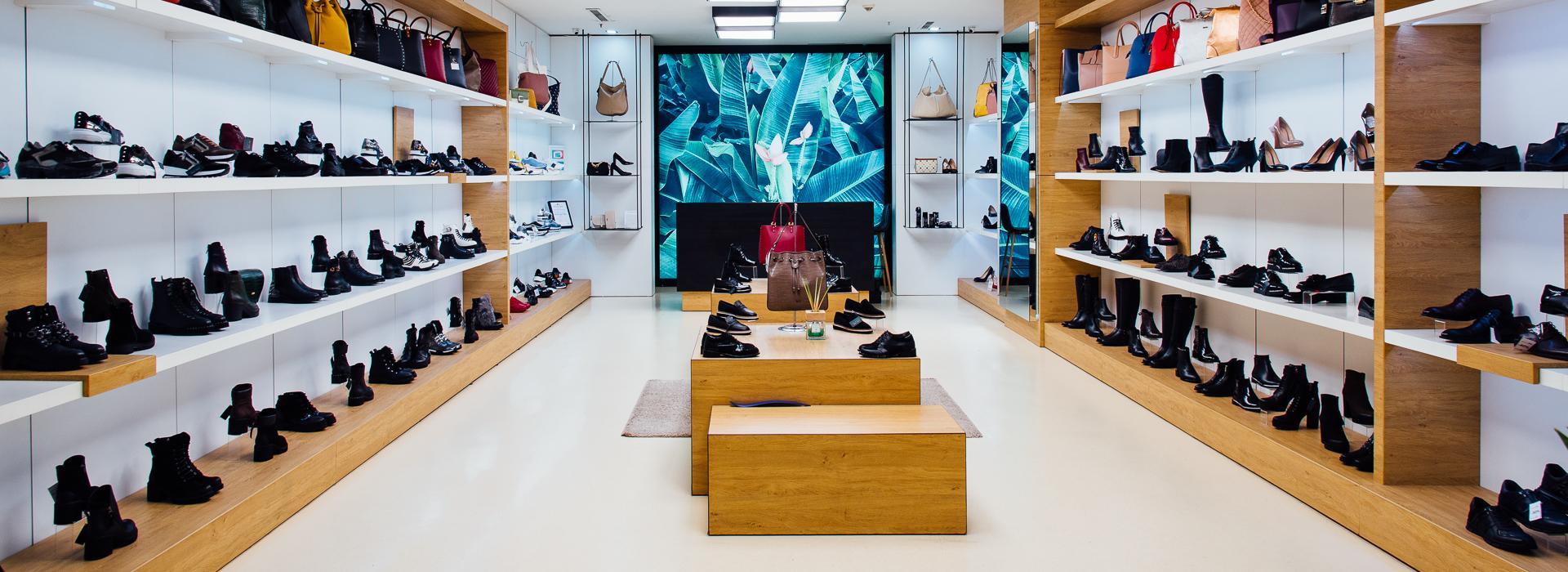 Aquamarine shoes and bags