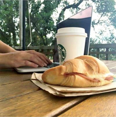 Започнете деня с усмивка и чаша ароматно кафе,